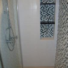 Badkamer-renovatie-mozaik-douchehoek-renovatie-405x540.jpg